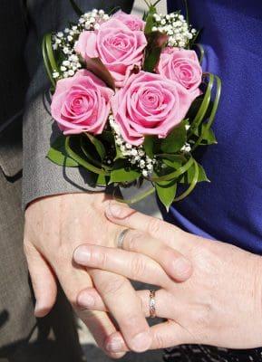 frases para felicitar 25 aniversario bodas,frases para matrimonio que cumple 25 años de casados,felicidades por matrimonio 25 anos,mensajes por matrimonio 25 anos