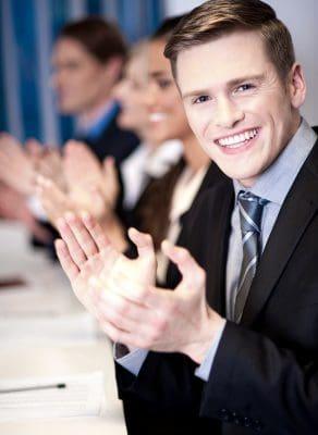 Claves del empleado feliz,5 mitos sobre la motivación de empleados,empleados contentos crean mejores negocios,cómo debería ser una empresa para hacer felices a sus empleados.