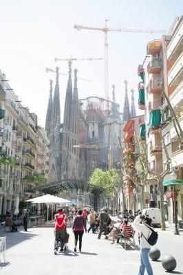 Top 5 lugares para conocer en barcelona,mejores 5 lugares de barcelona,sitios que no debes dejar de ver en barcelona,recomendaciones para visitar lo mejor de barcelona,lugares de barcelona mas visitados,las diversiones que hay en barcelona.